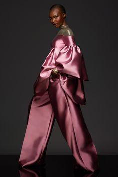 Fashion 2020, Fashion Art, Runway Fashion, Autumn Fashion, Fashion Outfits, Fashion Design, Fashion Music, Couture Fashion, Fashion News