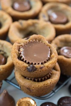 Easy Cookie Recipes, Easy Desserts, Dessert Recipes, Fun Recipes, Baking Recipes, Delicious Desserts, Cake Recipes, Doubletree Chocolate Chip Cookie Recipe, Chocolate Chip Cookies