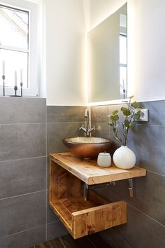 A guest bathroom in a wonderful mix of styles from modern and country house 🏡 . A guest bathroom in a wonderful mix of styles from modern and country house 🏡 Guest Bathrooms, Small Bathroom, Master Bathroom, Modern Bathrooms, Bathroom Cost, Small Tub, Modern Sink, Modern Country, Country Decor
