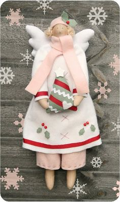 Tilda Christmas Angel ~ This angelic lady is truly inspirational. Christmas Sewing, Christmas Crafts, Christmas Decorations, Christmas Ornaments, Winter Christmas, Xmas, Christmas Angels, All Things Christmas, Felt Crafts