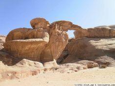 puente de piedra natural, desierto de Wadi Rum una de las paradas de nuestro tour
