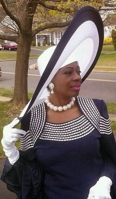 Grandmothers wore their invest to church. I was taught to do the same. Nothing like dressing your Sunday best. Church Suits And Hats, Women Church Suits, Church Attire, Church Hats, Church Clothes, Church Fashion, High Fashion, Fashion Hats, Kentucky Derby Hats