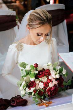 Salutare! Eu sunt Mihai Roman, Povestitorul de nunti, iar daca te inspira aceasta imagine, te invit sa o salvezi intr-unul dintre panourile tale #weddingdress #rochiemireasa #mireasa #nunta #fotografiedenunta #ideinunta #ideirochiemireasa #pinkweddingdress #buchet #buchetnunta #ideibuchetnunta #bouquet #bridebouquet #weddingbouquet #weddingbouquetideas #bridebouquetideas Wedding Pics, Wedding Day, Wedding Dresses, Bride Flowers, H Style, Salvia, Storytelling, Wedding Inspiration, Wedding Photography