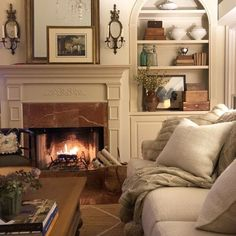 Savvy Southern Style : Winter Great Room Luxury and Cozy Farmhouse Living Room Decor Ideas Country Dining Rooms, French Country Living Room, French Country Decorating, Southern Living, Modern Country, Country Farmhouse, My Living Room, Home And Living, Living Room Furniture