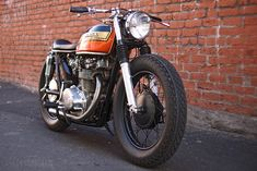 There's something irresistible about the nakedness and simplicity of this Honda CB450!