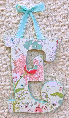Letra para decorar el cuanto de la bebe, blanco, rosado y azul