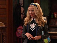 Jessica Marie Garcia and Dove Cameron in Liv and Maddie Liv Y Maddie, Liv Rooney, Dove And Thomas, Dove Cameron Style, Mal And Evie, Elizabeth Olsen, Beautiful Actresses, Beauty Women, Celebs