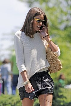 short hair olivia palermo | Olivia Palermo takes her dog for a walk in New York City. Palermo ...