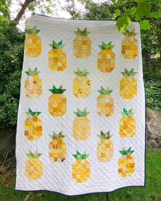 Pineapple Quilt – The Smitten Chicken Diy Craft Projects, Diy And Crafts, Sewing Projects, Craft Ideas, Precious Moments, Pineapple Quilt Pattern, Minecraft, Hawaiian Quilts, Quilt Making