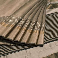 Ghanshyam Sarode Grey Handwoven Silk Cotton Saree With Striped Pallu 10008683 - profile - AVISHYA.COM