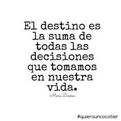 El destino es la suma de todas las decisiones que tomamos en nuestra vida. María Dueñas. Frases.