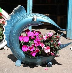 30 Impressive DIY Tire Planters Ideas for Your Garden To Amaze Everyone – Home and Apartment Ideas Garden Crafts, Diy Garden Decor, Garden Projects, Garden Ideas, Garden Decorations, Easy Garden, Tire Craft, Tire Garden, Tire Planters