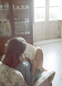 Quiet is the new loud, reading a book. Jace Lightwood, Woman Reading, Book Aesthetic, Character Aesthetic, Love Book, Book Lovers, Good Books, In This Moment, Pretty