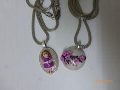 Bonecas do 1069, colar com medalha em fimo