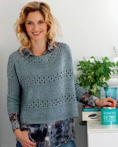 Strik selv: Bred bluse med smalle ærmer - Hendes Verden - Cropped loose sweater w/ eyelet panels and narrow sleeves FREE P in Danish (hva) Easy Knitting Patterns, Knitting Designs, Creative Knitting, Summer Knitting, How To Purl Knit, Crochet Clothes, Pulls, Knit Crochet, Sweaters