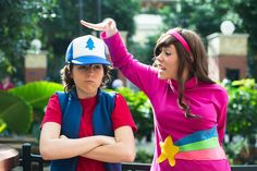 Gravity Falls - Mabel and Dipper cosplay. Disney Cosplay, Epic Cosplay, Amazing Cosplay, Cosplay Outfits, Cosplay Girls, Cosplay Costumes, Doctor Who Cosplay, Indiana Jones, Dipper Y Mabel