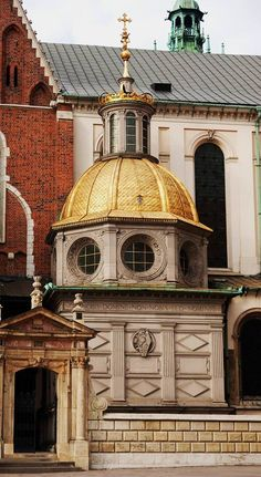 The gold domed Sigismund's Chapel in the Wawel Castle. Cracow, Poland.  The Chapel, built in 1519-33 by Bartolomeo Berrecci, is the funerary mausoleum of two Sigismund kings from the Polish Jagiellon dynasty.