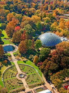 30 Ways to Enjoy Fall in St. Louis Autumn lingers in the southern reaches of the Midwest, and we like to do the same. Here are 30 of our favorite ways to make the most of fall in St. St Louis Botanical Garden, Botanical Gardens Near Me, Missouri Botanical Garden, Bell Gardens, Jefferson City, Garden Nursery, St Louis Mo, Places To See, Travel
