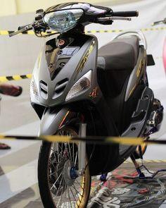 IDAMAN ~ From @mls_zonebarat #thailookmioindonesia • #welovemio #mio17indonesia #miozrlimitededition #galerimaticindo #thailookstyle… Scooter Custom, Drag Bike, Bike Style, Drag Racing, Daily Fashion, Cars And Motorcycles, Motorbikes, Techno, Yamaha