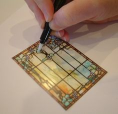 Artfully Musing: Tutorial - Creating a Stained Glass Look by Embossing Transparency Film - this was for a card, but could be used for minisThe Ferd Sobol Editions has always believed that when creating mini's the only limit to what you can do is imaginati Dollhouse Tutorials, Diy Dollhouse, Dollhouse Miniatures, Haunted Dollhouse, Victorian Dollhouse, Modern Dollhouse, Miniature Crafts, Miniature Houses, Miniature Dolls