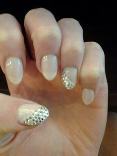 A prom is one of the most special occasions in every girl's life and that's why all the details must be absolutely perfect. The prom nails come in all shapes, sizes and designs depending on your skills, amount of time and dress style. Choosing the ri Hot Nails, Hair And Nails, Sophisticated Nails, Diamond Nails, Homecoming Nails, Cute Nail Designs, French Nails, Wedding Nails, Pretty Nails