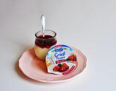Sahnig-cremiger Grieß und leckere Fruchtsaucen treffen bei diesem Dessert aufeinander. Einfach knicken und schon kommt die fruchtige Sauce frisch auf den leckeren Grieß.