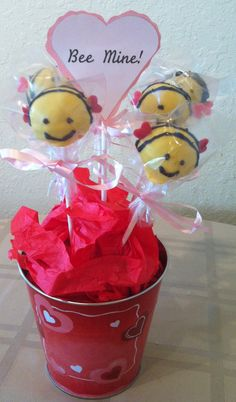 Items similar to Valentine's Day Cake Pops - Bee Mine on Etsy Valentines Day Food, Valentine Cake, Valentine Treats, Holiday Treats, Holiday Fun, Cake Pops, Chocolate Pops, Oreo Pops, Marshmallow Pops