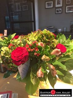 LEUK! Een mooie bos bloemen van Alice en Stefan als waardering :-) TROTS dat wij jullie woning mochten verkopen en mochten helpen met de aankoop van jullie nieuwe woning!