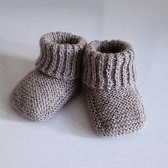 Free Recipe For Baby Booties Recipe ; Baby Knitting Patterns, Knitting For Kids, Baby Patterns, Drops Baby Alpaca Silk, Tricot Baby, Gestrickte Booties, Baby Bootees, Baby Barn, Knit Baby Booties
