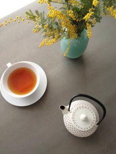 日本の伝統工芸品である南部鉄器とフランスの紅茶の融合は、新しいようでどこか懐かしい。