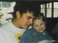 """""""Legolas"""" reading to """"Elanor Gamgee"""" (: Too adorable not to pin SO CUTE It's Sean Astin's daughter with Orlando Bloom Dark Lord, Legolas, Orlando Bloom, Great Stories, Lord Of The Rings, Middle Earth, Lotr, The Hobbit, Hunger Games"""