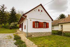 Tulipános ház - kiadó vendégház Villány közelében European House, Cottage Homes, How Beautiful, Hungary, Countryside, Shed, Farmhouse, Outdoor Structures, Cabin