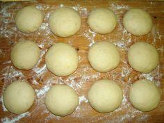 Császárzsemle recept lépés 4 foto Hungarian Recipes, Baking And Pastry, Bread Recipes, Caramel, Bakery, Paleo, Food And Drink, Pizza, Cooking
