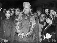 Pro-Japanese, anti-British Indian National Congress leader Subhas Chandra Bose (C) being greeted w. garland of flowers after his arrival in Victoria Station during WWII Rare Pictures, Rare Photos, Vintage Photographs, Vintage Photos, Freedom Fighters Of India, Subhas Chandra Bose, India Independence, History Of India, New Times
