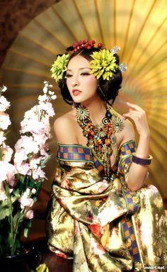 Chinese dress - Hanfu -pin it from carden. repinned from prof. Fang-Yao Lu