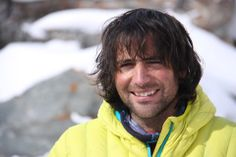 Alex Txikon (1981 - ...) Alpinista vasco de Lemoa (Vizcaya). Ha ascendido 10 ochomiles junto al equipo de Al Filo de lo Imposible y Edurne Pasabán. En 2016 lideró el equipo que junto a Simone Moro y Ali Sadpara completó la primera ascensión invernal al Nanga Parbat.