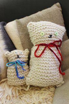 Knitted cats - Waldorf grade - Stricken Sticken und Co - Handwork Knitting Club, Knitting For Kids, Loom Knitting, Free Knitting, Knitting Projects, Baby Knitting, Barbie Knitting Patterns, Crochet Patterns, Waldorf Crafts