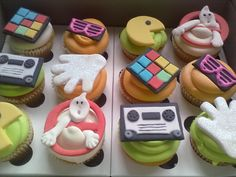 WHIMSICAL CUPCAKES: Whimsical 80's themed party bakes!