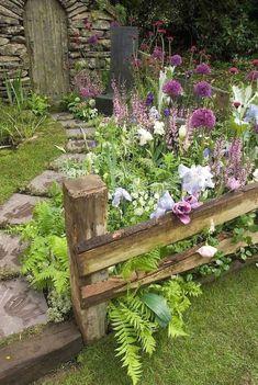 Front Yard Garden Path & Walkway Landscaping Ideas (33) #WalkwayLandscape #Secretgardens #LandscapingFrontYard #gardenpaths