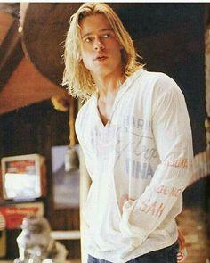 Love this pic Brad Pitt Haarschnitt, Brad Pitt Movies, Angelina Jolie, Brad And Angelina, Bard Pitt, Jennifer Aniston, George Clooney, Brad Pitt Haircut, Don Juan