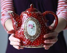 Handmade ceramic and jewelry von CeramicTale auf Etsy Vintage Pyrex, Vintage Dishes, Vintage Tea, Cuppa Tea, Teapots And Cups, Ceramic Teapots, How To Make Tea, Chocolate Pots, Tea Time