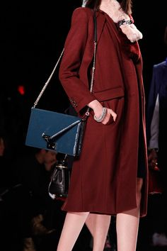 15 Accessory Trends To Update Your Look #refinery29  http://www.refinery29.com/accessory-trends#slide39  Minimalist Chain BagsRebecca Minkoff.