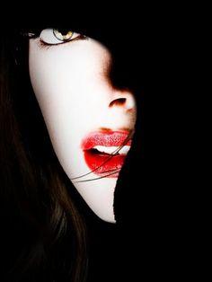 Black and White portrait in the darkness Black N White, Black And White Pictures, Black Swan, White Art, Arte Black, Foto Fashion, Dark Fashion, Light And Shadow, Color Negra