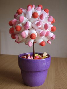Candy tree – Emma's Little Dishes Today … - Modern Girl Birthday, Birthday Parties, Sweet Carts, Bar A Bonbon, Sugar Cake, Marshmallow Pops, Chocolate Bouquet, Candy Bouquet, Candy Gifts