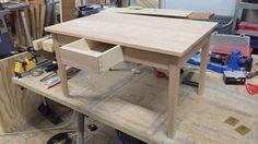 Beuken salontafel van 450 x 700 mm. De hoogte is 400 mm.
