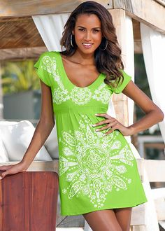 Sexy Print Dress in Coral cover-up by VENUS online, for a little extra sun protection. Chic Outfits, Dress Outfits, Fashion Outfits, Maxi Dresses, Summer Dresses, Formal Dress Shops, Bathing Suit Covers, Bathing Suits, Sun