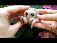 Needle felted spider brooch/figurine - YouTube