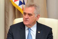 Николић ордења дели у три смене - http://www.vaseljenska.com/politika/nikolic-ordenja-deli-u-tri-smene/