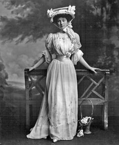 Constance Cornwallis-West wears the sort of hat associated with early motor car driving. Her over-bodice reveals her sweetheart under-bodice. Ca. 1902