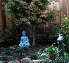 small space garden | Small spaces already feel more intimate, and can be made more so with ...